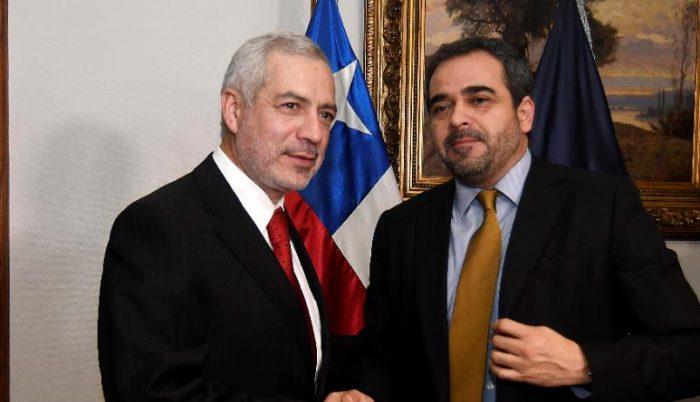 """Senado tendrá su """"escudo protector"""": parlamentarios ratifican a Raúl Guzmán como su secretario general"""
