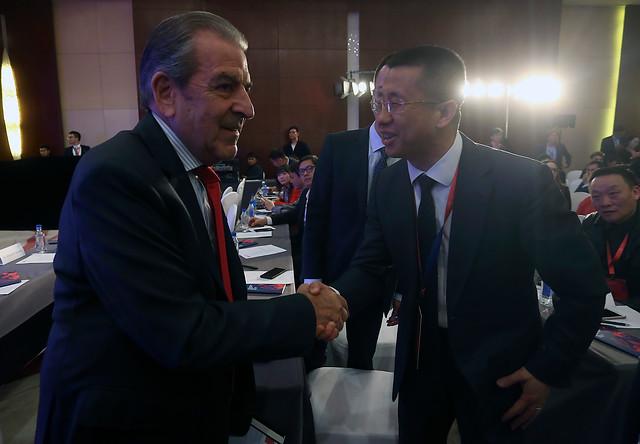 Parlamentarios de gira en China salen a defender presencia del expresidente Frei tras críticas por el viaje