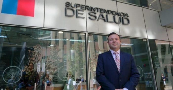 Cae superintendente de Salud en medio de críticas por el alza del valor en las isapres y las polémicas circulares