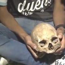 Insolito: hincha de Racing celebra la obtención del campeonato argentino junto al cráneo de su abuelo