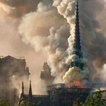 Incendio hace colapsar el techo y la aguja de la Catedral de Notre Dame en París