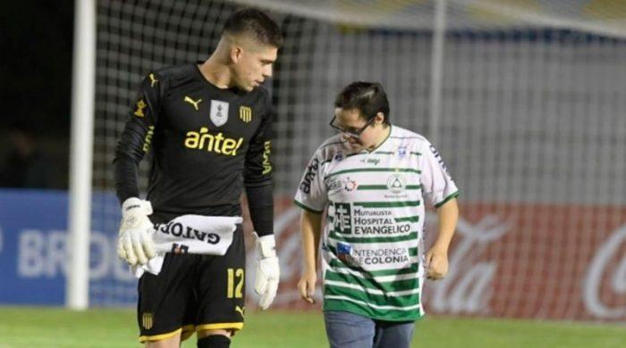 Emotivo momento en el fútbol uruguayo: joven con Síndrome de Down anotó gol de penal a arquero de Peñarol