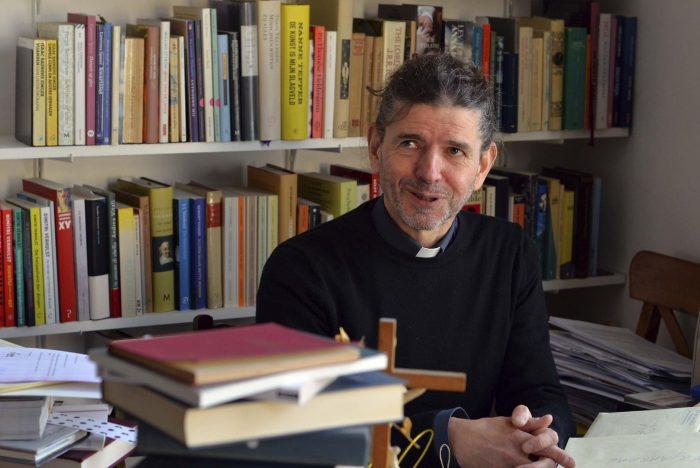 Holanda: sacerdote reconoce en plena misa que es homosexual y su diócesis lo suspende