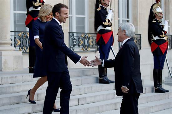 Piñera al rescate: Presidente ofrece a Macron cobre y madera para reconstruir Notre Dame