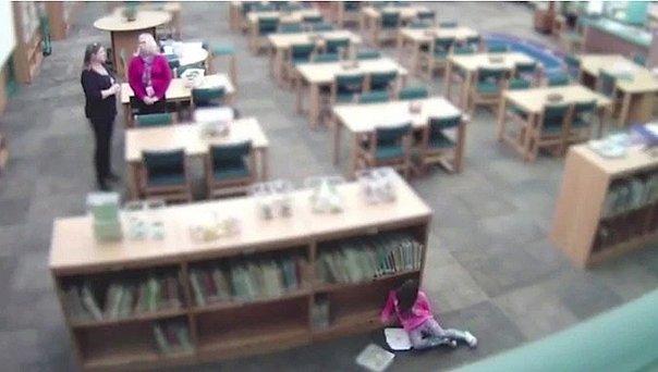 Estados Unidos: Despiden a profesora que pateó a niña en el suelo y luego desmintió el maltrato