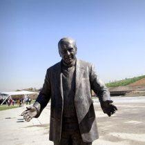 Ministro Monckeberg disipa la principal duda sobre el renombre del Parque Fluvial Renato Poblete: ¿Qué harán con la estatua?