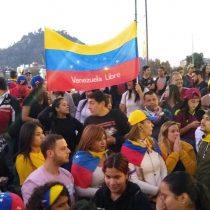 Venezolanos en Chile se congregan en Plaza Italia para respaldar la