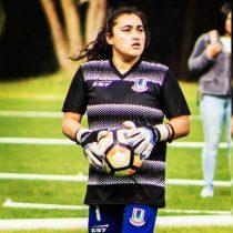 Lesionada sin contrato y sin seguro: arquera Karen Frez enfrenta la precariedad laboral del fútbol femenino