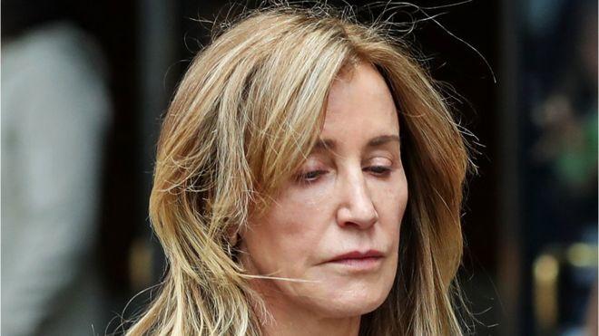Felicity Huffman se declara culpable en el escándalo de fraude y sobornos para la admisión de hijos de ricos y famosos en universidades de élite en EE.UU.
