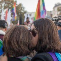 Acoso LGBTI: «Mis colegas me preguntan si pueden vernos mientras tenemos sexo»