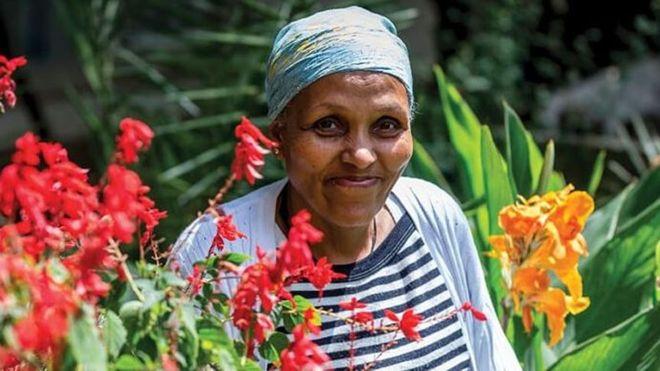 Mamitu Gashe, la cirujana analfabeta que se convirtió en una médico de renombre mundial