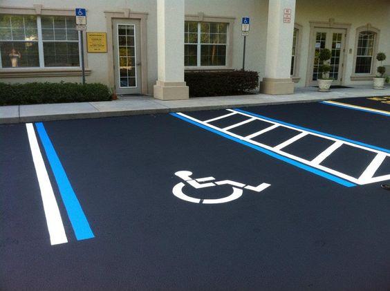 Poca fiscalización: estacionamientos para discapacitados no son utilizados por ellos