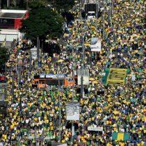 Miles de brasileños se manifiestan en apoyo de Bolsonaro
