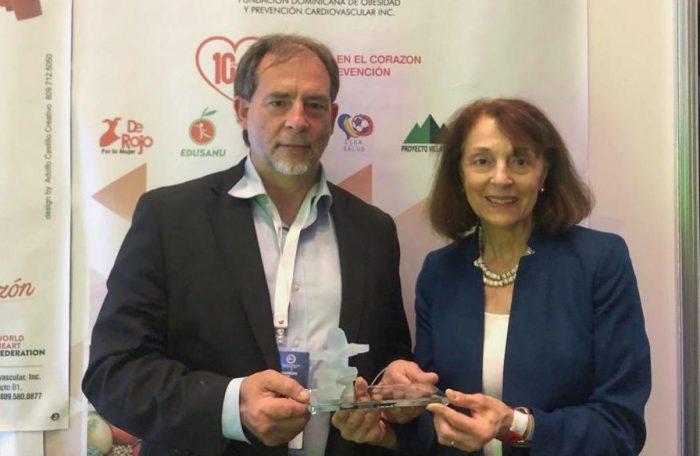 Senador Girardi recibe premio Ciencia de la Paz por la Ley de Etiquetado