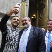 Andrónico con más anuncios que Piñera