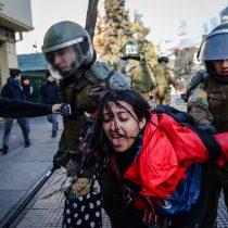 El conflicto no cesa: violentas detenciones de Carabineros marcan nueva jornada de protestas en el Instituto Nacional