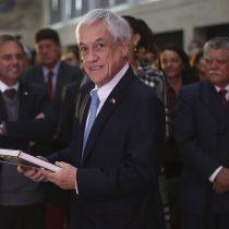 Piñera se escuda en el dictamen de Contraloría para zanjar controversia por viaje de sus hijos a China