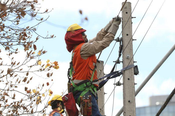 Temporal en la Región Metropolitana: Enel informa que aún hay 9.531 clientes sin suministro eléctrico