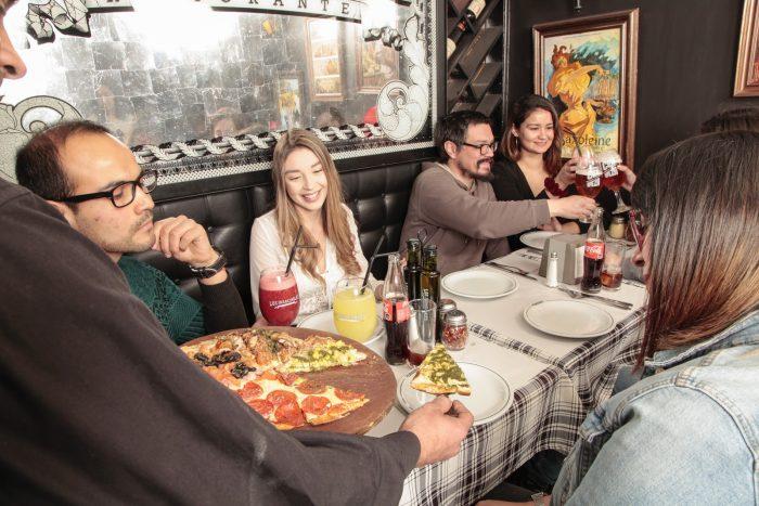 Los Insaciables vuelven a su clásica promoción de pizza libre