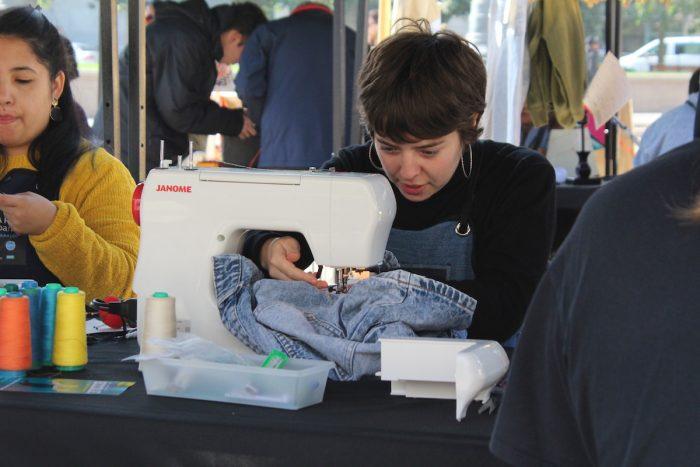 Lanzan iniciativa sustentable que repara ropa, zapatillas y electrodomésticos para extender su vida útil