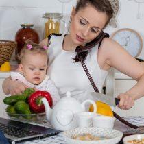 Encuesta Casen Mujer: una de cada cinco mujeres no ingresa al mercado laboral por cuidar la familia y el hogar