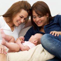 Las dificultades de ser madres lesbianas en Chile