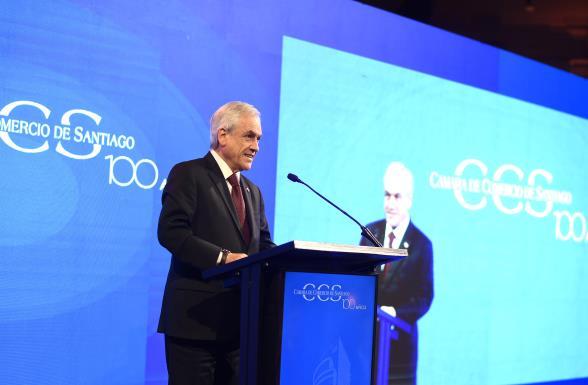 El balde de agua fría que lanzó Piñera durante fiesta de aniversario de la Cámara de Comercio: