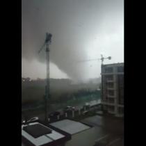 Temporal en el sur: Impresionante tornado en Los Ángeles deja varios heridos
