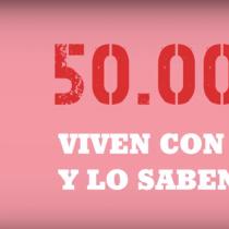 """Condón femenino y test para todos y todas: la campaña """"El VIH no discrimina"""" de la U. de Chile"""
