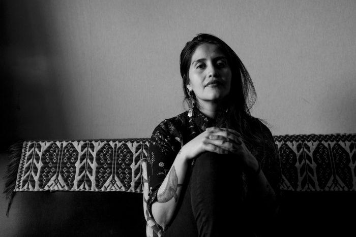 Daniela Catrileo: los movimientos feministas recientes en Chile «obedecen a los feminismos blancos y hegemónicos»
