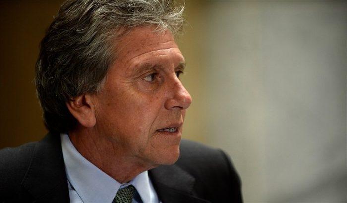 Punto para la oposición: ministro Espina cede y presenta indicación en sistema de compras de las FF.AA.