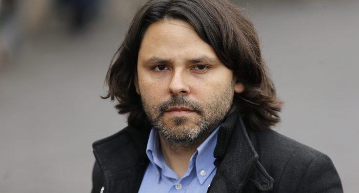 Incendio en el Frente Amplio: Alberto Mayol denuncia que lo expulsaron pero Boric lo niega