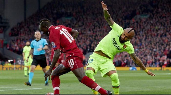 Arturo Vidal, el único jugador del Barcelona que se salvó de las críticas tras la eliminación ante el Liverpool