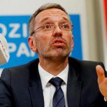 Ministros de ultraderecha abandonan el Gobierno austríaco tras escándalo de corrupción