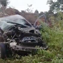 Conductor salvó ileso luego de que auto fuera arrasado por tornado en Los Ángeles