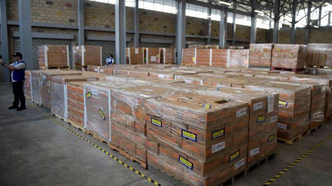 Colombia anuncia que repartirá en el país la ayuda humanitaria que EE.UU. envió para Venezuela