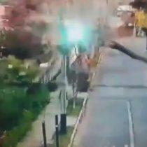 Fuertes ráfagas de viento en Santiago provocan caída de árboles y cortes de luz