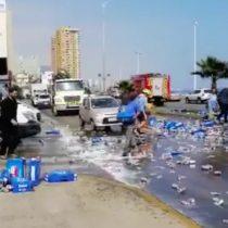 Feliz viernes: captan hurto de cervezas que cayeron de un camión en Antofagasta