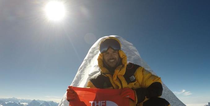 Histórico: Deportista chileno logra la cumbre del Everest sin ayuda de oxígeno suplementario y sin un equipo de sherpas