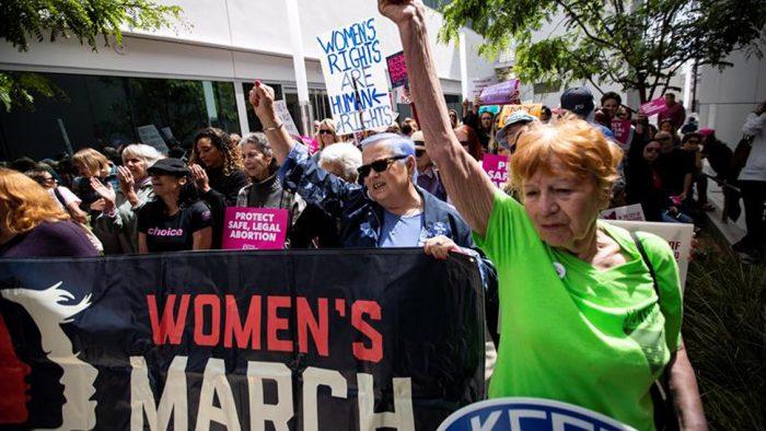 Miles de personas claman en EE.UU. contra las leyes que restringen el aborto
