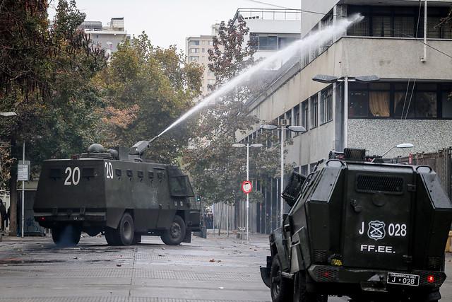 El deterioro del contrato social en Chile: estudiantes no confían en la democracia