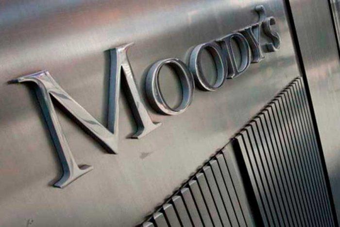 Moody's mantiene estable nota de Chile pese a riesgos en el crecimiento