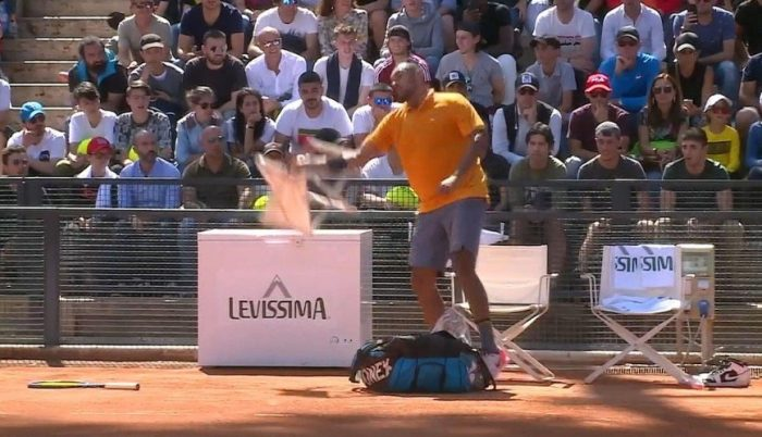 Otro berrinche de Kyrgios: tenista es descalificado del Master de Roma y desató toda su furia en la pista