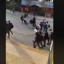 Digna de la WWE: escolares protagonizan brutal pelea en plena calle del centro de Valdivia
