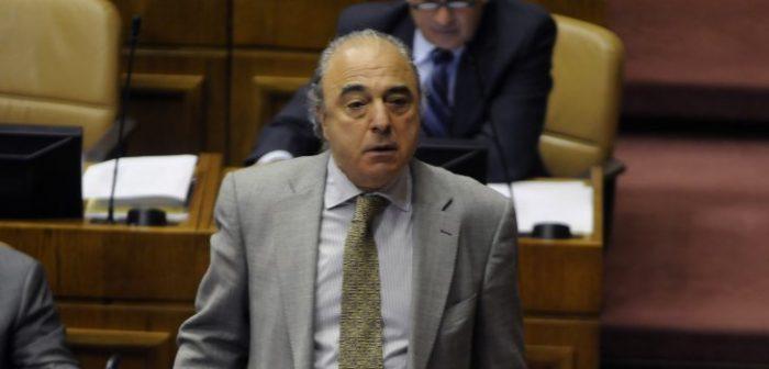 A patadas con los periodistas: el vergonzoso incidente protagonizado por el diputado RN René Manuel García