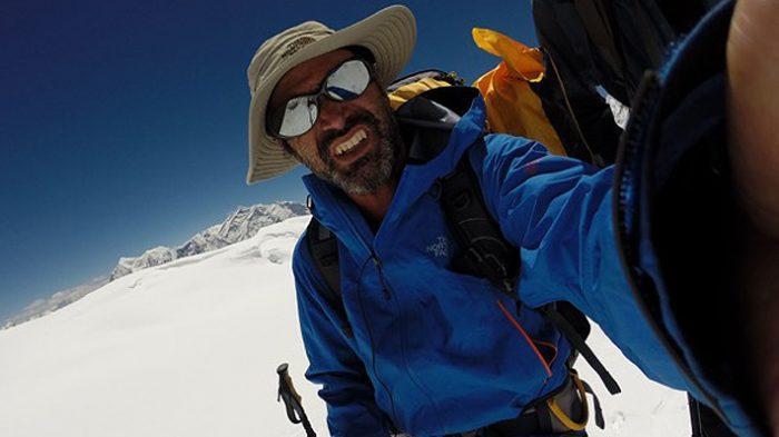 Equipos de rescate buscan a chileno que desapareció en la tercera montaña más alta del mundo