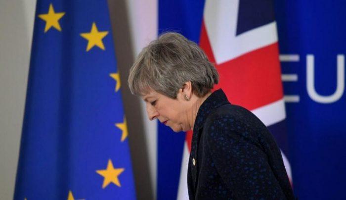 Comisión Europea lamenta salida de May pero asegura que no cambia la posición de la UE sobre el Brexit