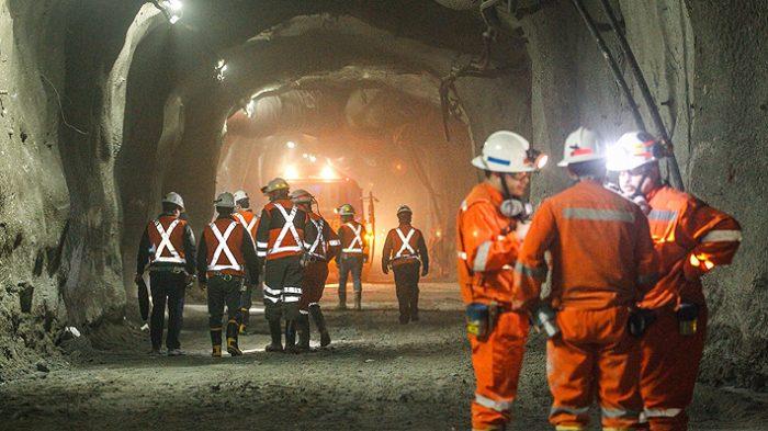 Por amplia mayoría: Trabajadores de Chuquicamata aprueban huelga tras rechazar oferta de Codelco