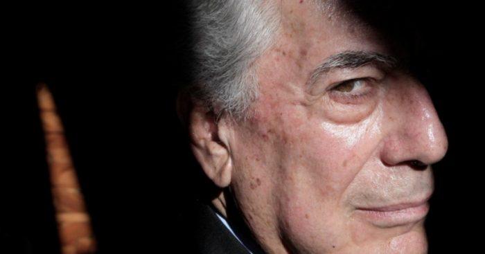 """El """"hechicero"""" Vargas Llosa: el libro sobre su giro ideológico para convertirse en portavoz del neoliberalismo"""