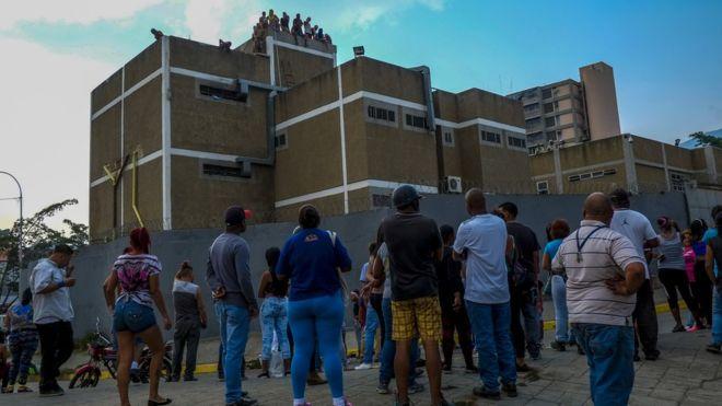 Motín en Venezuela: mueren 29 presos y 19 policías resultan heridos en un motín en un centro de detención policial en Acariagua